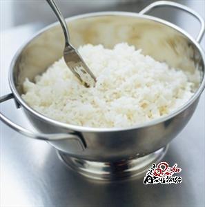 com-khe Để cơm không còn mùi hôi cháy khét nữa
