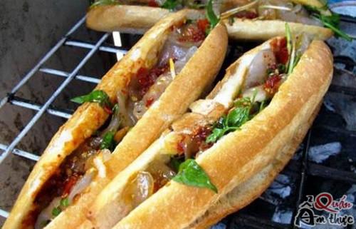 banh-mi-nhan-bot-loc Lạ miệng với món bánh mì của xứ Huế