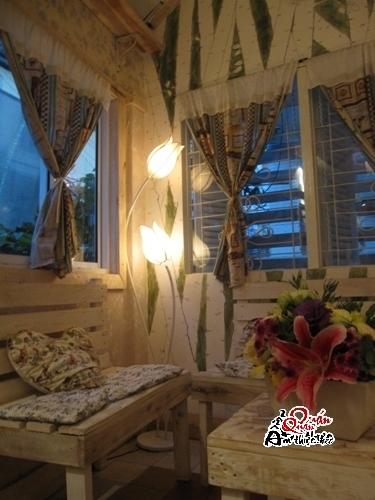 t485541 Gác Hoa Cafe - Không gian nghệ thuật ấm áp nhẹ nhàng