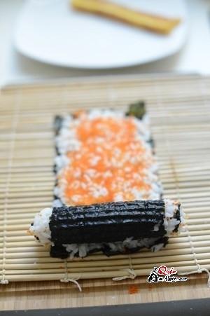 cách làm sushi tại nhà đơn giản 4