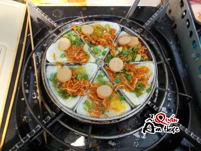 banh-trung-cut-nuong Cách làm bánh trứng cút nướng thơm phức