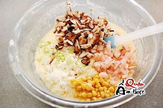 trộn các nguyên liệu làm bánh Takoyaki