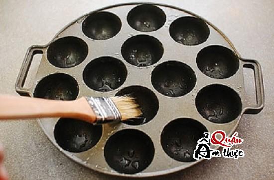 chuẩn bị máy nướng làm bánh Takoyaki