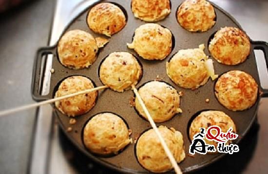 sắp hoàn thành món bánh Takoyaki