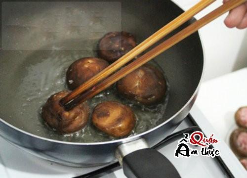 nam-nhoi-thit-sot-ca Cách làm nấm nhồi thịt sốt cà chua ngon lạ