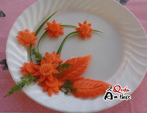 Cách tỉa hoa hướng dương từ cà rốt