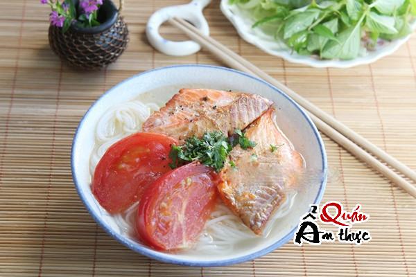 Cách làm bún cá hồi nướng ngon