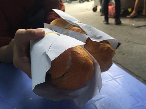 banh-mi1_ Người Sài Gòn nín thở mua ổ bánh mì thịt nướng 'ngon nhất thế giới'