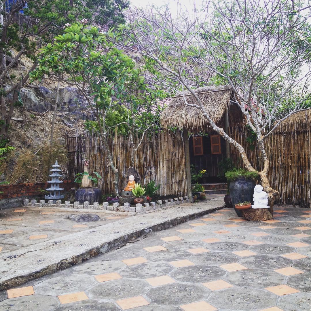 phat-hien-ngoi-chua-tren-doi-view-bien-vung-tau-tuyet-dep-it-nguoi-biet-den-79975