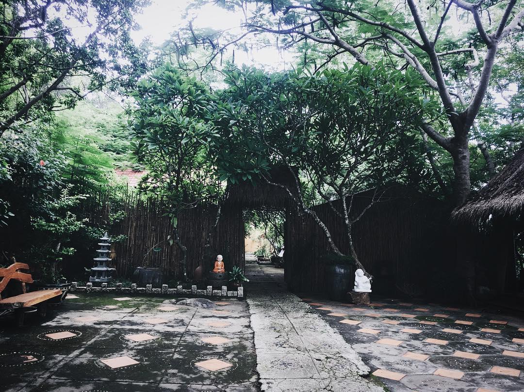phat-hien-ngoi-chua-tren-doi-view-bien-vung-tau-tuyet-dep-it-nguoi-biet-den-79977