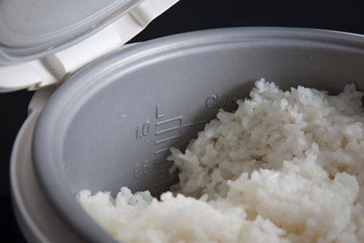 8669 Cách nấu cơm không bị thiu khi để lâu trong mùa nóng