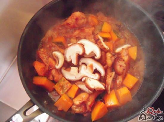 ga-om-bi-do Cách nấu cánh gà om bí đỏ ngon không thể chối từ
