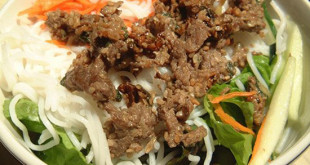 Cách làm bún thịt bò xào hành tây ngon ngất ngây