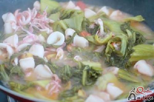 mua-xao-dua-chua Cách nấu mực xào dưa chua cho bữa cơm tối thêm ngon