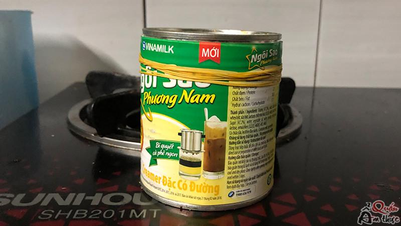 khong-so-kien-bu-vao-lon-sua-dac-voi-cach-dung-day-thun Cách không cho kiến bu vào lon sữa đặc chỉ với dây thun